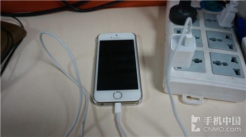 几招解决iPhone手机发烫方法 使用正确的充电器和数据线