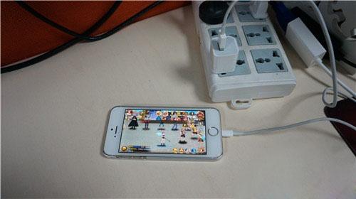 几招解决iPhone手机发烫方法 边充电边玩手机游戏