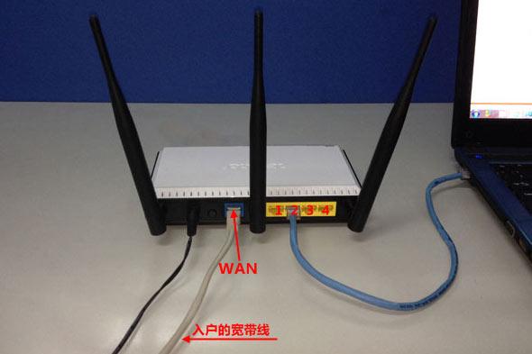 电脑用网线连接到360路由器1,2,3,4接口中任意一个,连接方式如下图