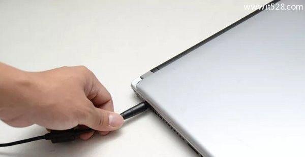 笔记本电脑进水该怎么进行紧急处理的方法