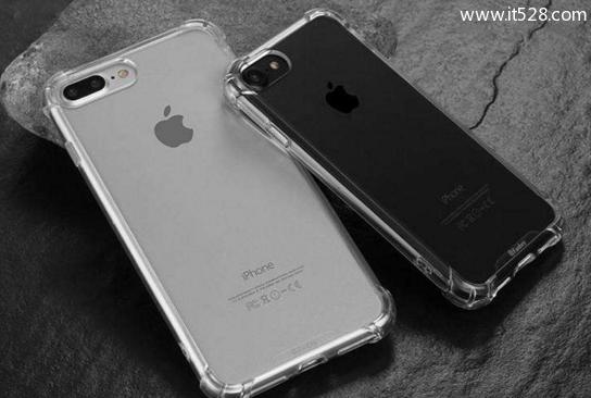 iPhone手机戴套了吗?看看戴套与贴膜的优点和弊端